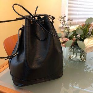 Louis Vuitton epi noir bucket bag